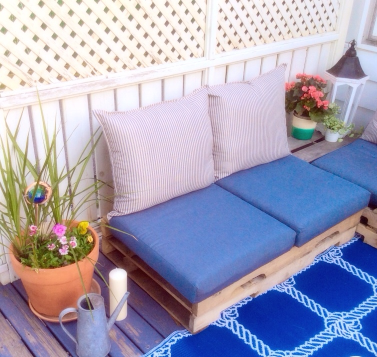 Diy patio pallet sofa part 1 lazy mom 39 s blog for Sofa palets ikea